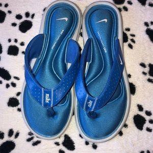Nike comfort footbed flip flops  women sz 8